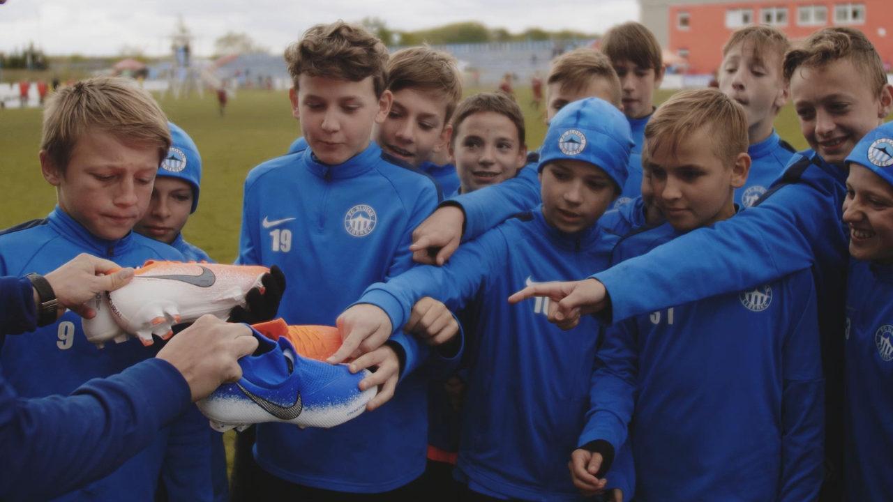 TOP 12 cadouri pentru micii fotbalisti