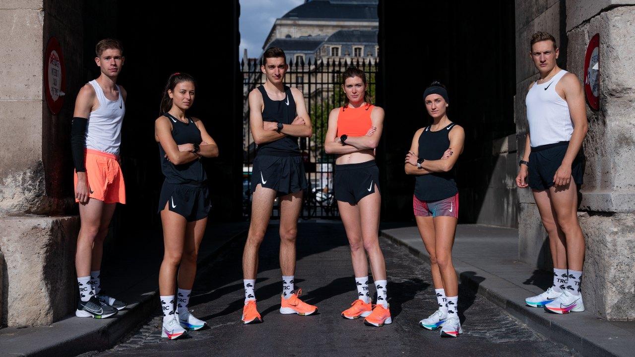 Il Tempo Run Club nella sua sessione settimanale di Tempo Run nelle Nike Air Zoom Tempo NEXT%.