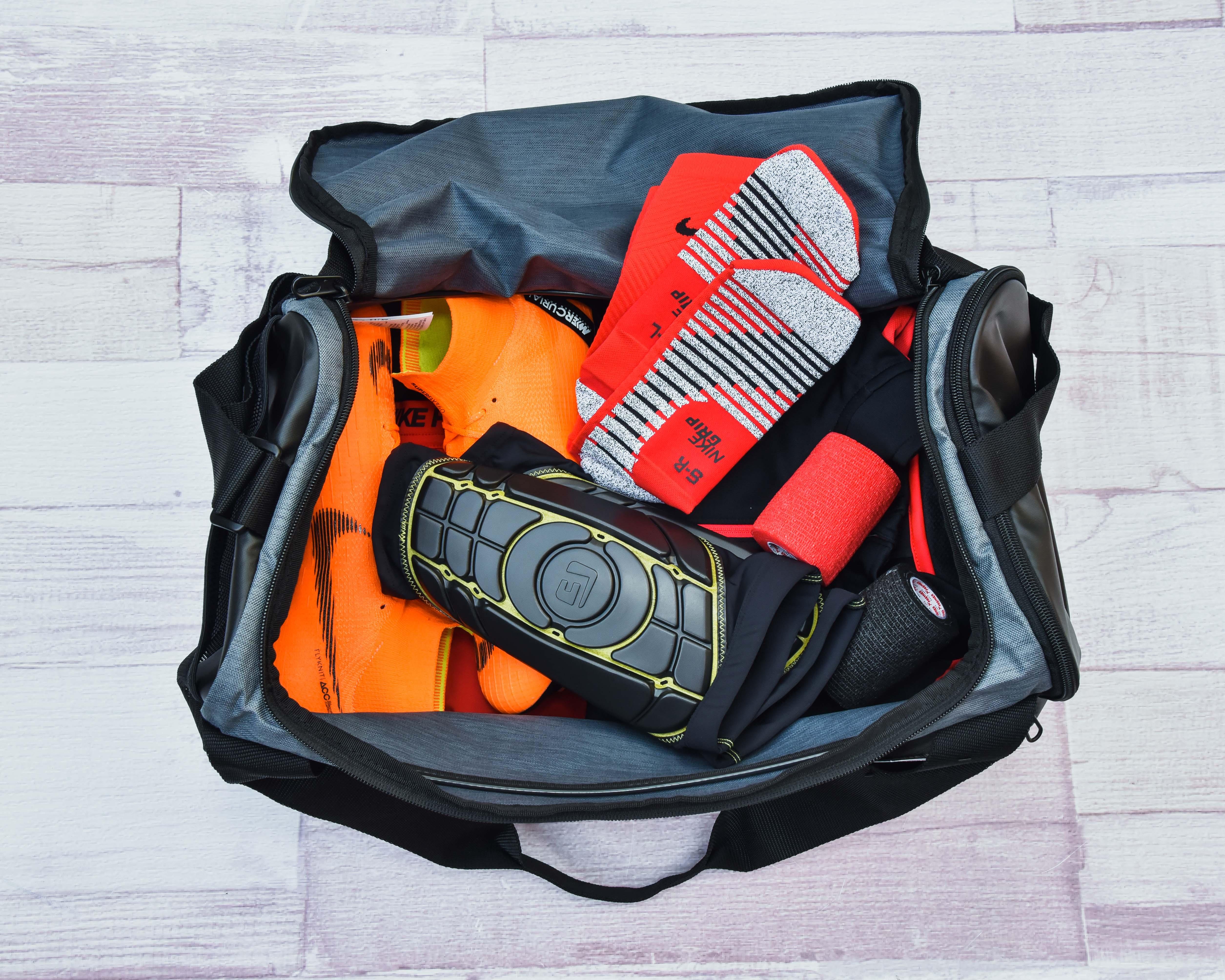 Hogyan csomagoljunk a futball táskába
