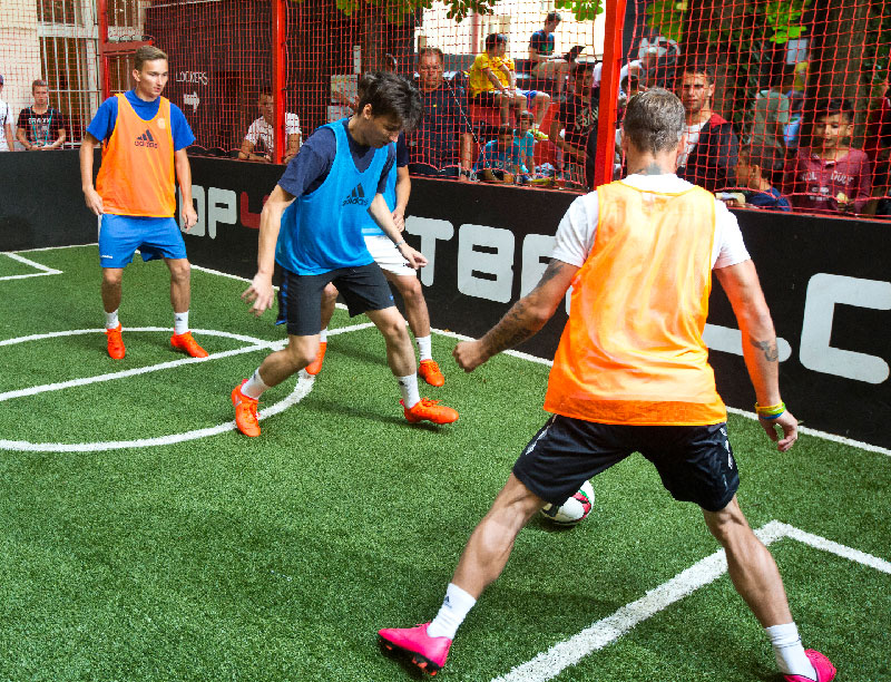 Fotbalový souboj na turnaji adidas speed of light.