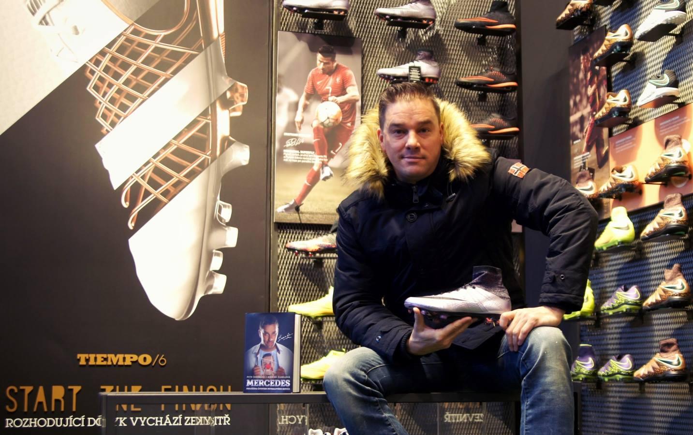 Petr Švancara při své autogramiádě v našem brněnském obchodě.