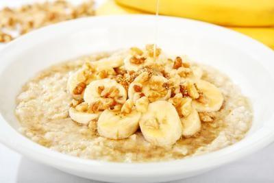 Banány s ovesnou kaší jsou součástí jídelníčku většiny bežců.