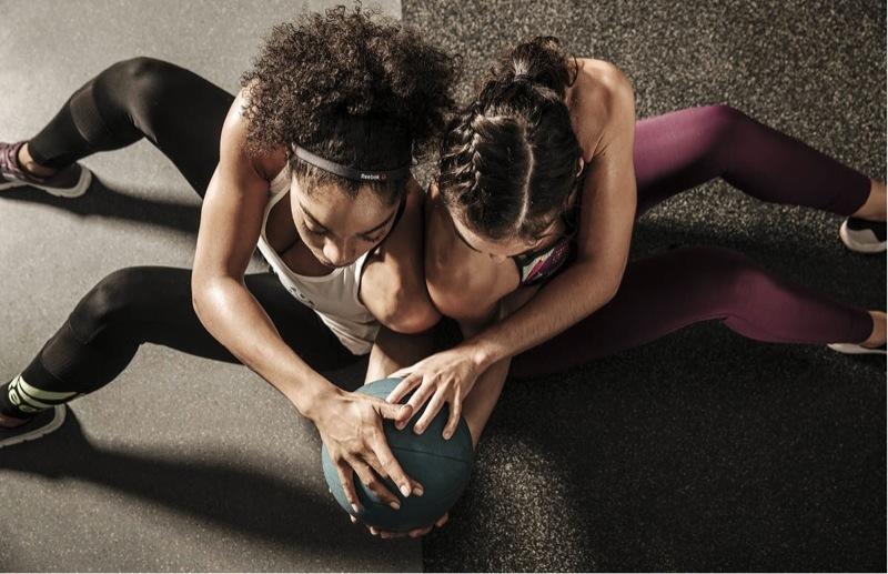Chceš začít s fitness a nevíš jak? Myslíš si, že by to pro tebe bylo to pravé, ale nemáš jasno v tom, jak teď postupovat? Zkusíme ti s prvními kroky pomoct. Než se pustíš do aktivního tréninku, je potřeba si ujasnit cíl. Co chceš, aby bylo výsledkem tvého snažení. Chceš zhubnout? Chceš nabrat svalovou hmotu? Chceš být v kondici? Chceš zesílit? Chceš odstranit bolest zad? Chceš zvýšit mobilitu?