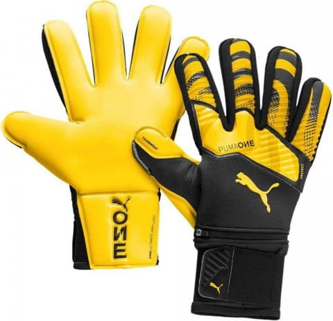 Goalkeeper's gloves Puma One Protect 1 RC