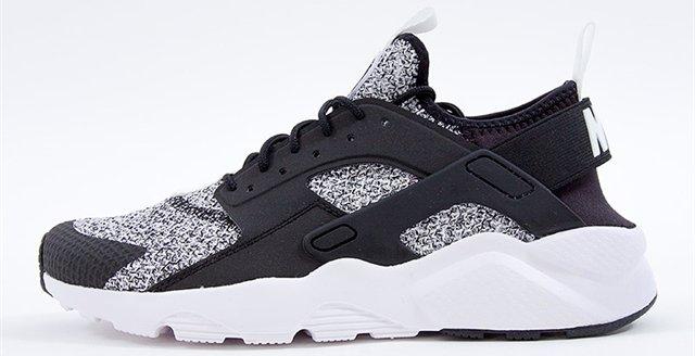 Shoes Nike AIR HUARACHE RUN ULTRA SE