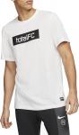 M NK FC DRY TEE SEASONAL GRPHC