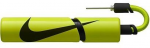 Pumpička na míče Nike Essential
